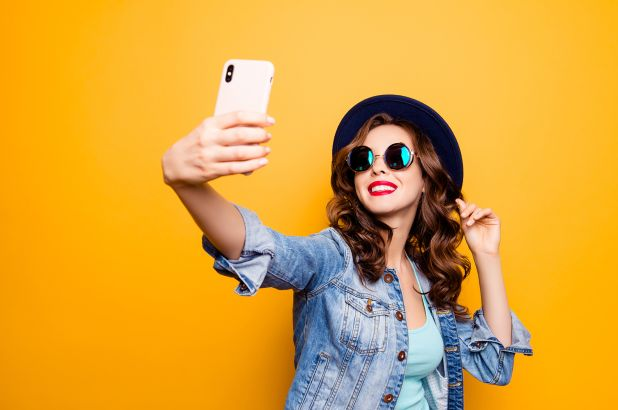 Instagram bans some selfie filters
